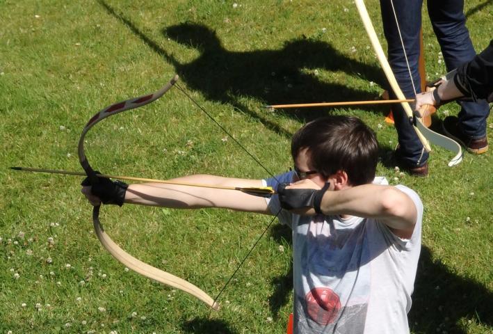 Zielorientierung mit Pfeil und Bogen – ein Workshop zur Schulung sozialer Kompetenzen